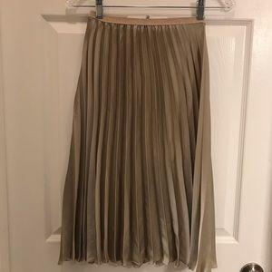 Zara basic pleated skirt knee length size small